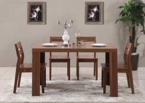 Bonito estilo Venta caliente juego de comedor de madera hecha por una mesa con cuatro sillas (M-X1115)