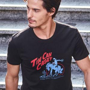 주문 t-셔츠 저어지를 인쇄하는 까만 t-셔츠