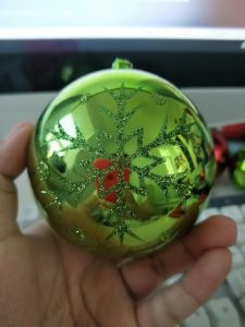 Dibujo manual a mano el copo de nieve bolas de Navidad