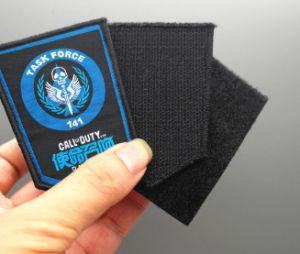 El extremo de alta densidad de ropa personalizada etiqueta tejida plegada
