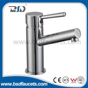 Grifos montados en la pared del cuarto de baño de la sola maneta del mezclador del baño de agua del cromo