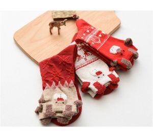 新しい2018個の女性のソックスの冬の暖かいクリスマスのギフトのステレオは柔らかい綿のかわいいかわいいサンタクロースのシカのソックスXmasのクリスマスのソックスを強打する