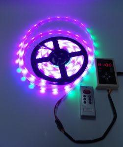 Striscia impermeabile di IP65 5V Ws2812 LED RGB Digital