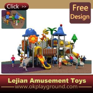 CE petit parc de loisirs de l'équipement de terrain de jeu en plastique