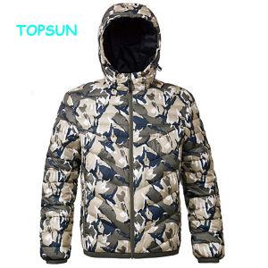 Les hommes de l'hiver Outdoor Down Jacket avec manteau de camouflage à capuchon étanche au vent