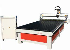 木工業および広告で使用される3D CNCのルーターの彫版機械