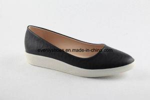 Les femmes de la TOE ronde des chaussures plates avec PU Upper