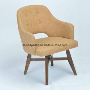 十字の木ベースが付いている椅子を食事するカーキ色のビロードによって装飾されるファブリック
