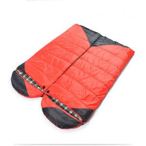 延ばされていた広げられた大きい空の綿の寝袋