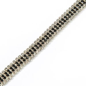 Catena del testo fisso del metallo con le pietre di cristallo