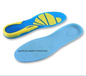 スポーツを実行するスポーツの靴の中敷の衝撃吸収性のパッドは挿入通気性の靴の中敷に蹄鉄を打つ
