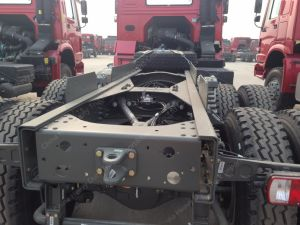 6X4 420HP Sinotruk HOWOのトラクターのトラックのトレーラーヘッド