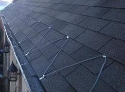 屋根及び溝の解氷ケーブル