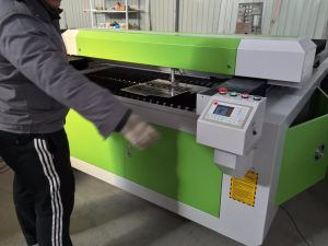 280W Metal Cover Tube Fast Speed Laser Cutting Machine R1325