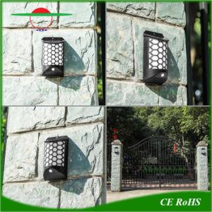 新式の再充電可能な屋外の太陽LEDは壁に取り付けられた太陽壁ライトをつける