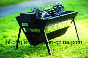 Klaar om de Gevouwen Grill van de Houtskool van de Koffer met de Hulpmiddelen van de Motor te gebruiken en van Rotesserie en van de Voet