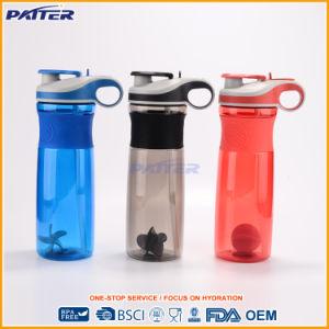 Diferentes colores, diseño de moda una botella de agua potable de plástico con asa
