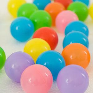 Bola de océanos de plástico de colores para niños