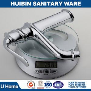 現代真鍮の単一のレバーの単一のハンドルの浴室のミキサーの洗面器のミキサーの流しのミキサー