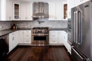 American moderne blanc de style Shaker de meubles en bois massif des armoires de cuisine