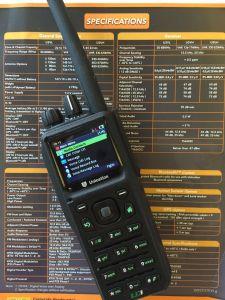 VHF P25の手持ち型のラジオ、Bluetooth /AES-256の暗号化機能のGPS /BulidのP25ラジオ