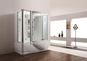Cuarto de baño del vapor casero con la función del masaje Jacuzzi ...