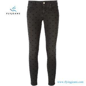 Denim scarno delle donne/signore dei jeans ricamato cotone di stirata del nero della fabbrica (P.E. 426 dei pantaloni)