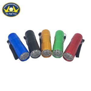 Fabricante de aluminio Greatkinder proporcionar 9LED Mini Linterna con pilas AAA seco