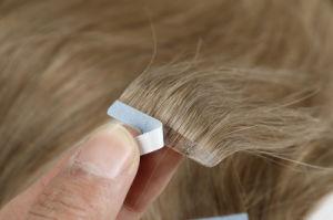 De tweezijdige Uitbreidingen van het Haar van de Band Remy/Band in de Uitbreidingen van het Haar
