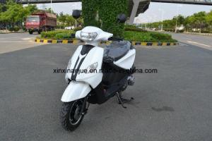 100ccエンジンを搭載するYAMAHAの揺れのガスのスクーターかオートバイ