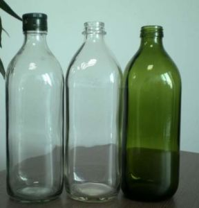 Bottiglia di vetro dell'olio di oliva con il coperchio