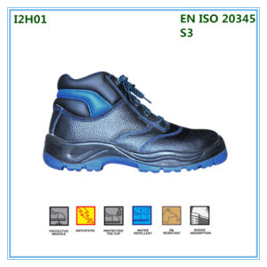Cuero de corte alto zapatos de trabajo en la fábrica.
