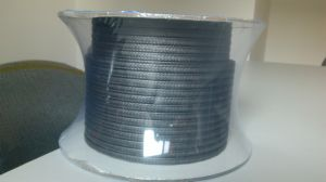 Flexible d'emballage de graphite avec coins en fibre de carbone