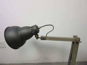 La lámpara de mesa Ajustable de madera de metal