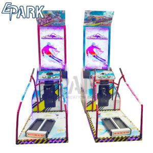 En el interior del simulador de esquí alpino máquinas arcade de carreras de la visión de colores