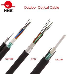 Piscina exterior de modo único e o cabo de fibra óptica multimodo