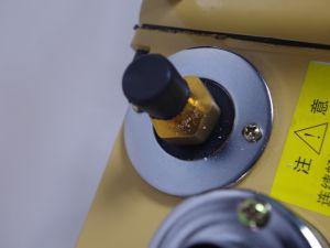 Il laboratorio gira il pulsometro dell'aletta con il buon prezzo