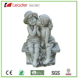 Het de modieuze Jongen en Meisje van de Engel Polyresin op het Standbeeld van de Tuin van de Bank voor OpenluchtDecoratie, Uw Eigen Beeldhouwwerk van de Engel zijn Welkom