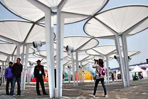 通りの喫茶店の陰のための抗張ファブリック膜の構造の傘