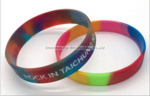 다채로운 소용돌이 Debossed에 의하여 채워지는 색깔 실리콘 팔찌