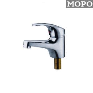 浴室銀色のカラー冷水の洗面器のコック
