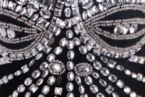 贅沢な党が付いている黒いストラップレスの玉が付く膝の長さの包帯の服およびプロムまたは祭典