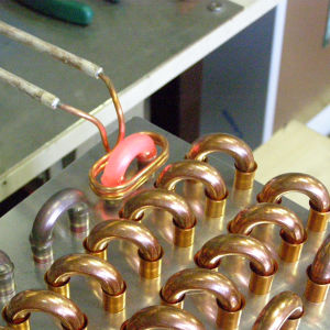 整流子のろう付けのための高周波誘導加熱ろう付け機械