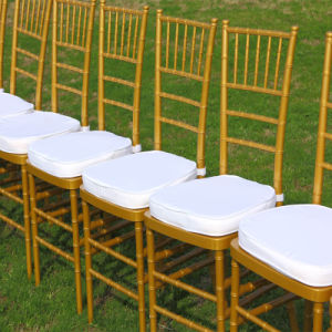 Outdoor Weddings를 위한 명확한 Chivari Chair