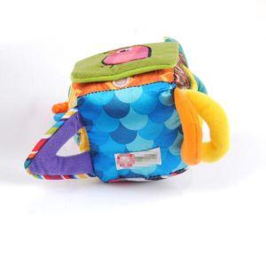Il cubo quadrato mobile educativo della peluche sconcerta i giocattoli del bambino