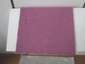 編まれたカシミヤ織のショール