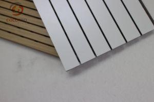 Surface blanche résistant au feu de bois rainuré Panneau acoustique