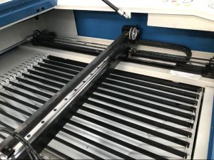 Ce/FDA laser CO2/machine de découpage à gravure laser de la faucheuse pour Non-Metal//plastique acrylique/PVC/MDF/board/cuir/bois//papier/chiffons de bambou