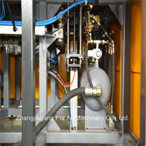 満ちる生産ラインのための炭酸飲料の容器の吹く機械