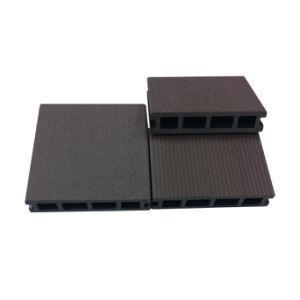 Um deck de baixa manutenção WPC/WPC Board (HO03145)